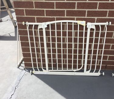 Dream baby safety gate & extensions in excellent condition