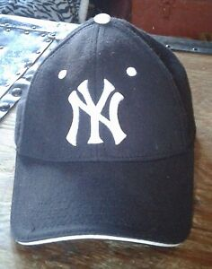 New York  Yankees ball  cap  (new ) 1size fits all velcro back