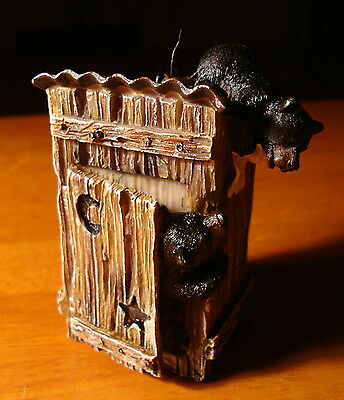 CUTE BLACK BEAR IN OUTHOUSE Holiday Lodge Christmas Log Cabin Decor Ornament NEW