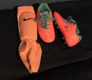 Girls Size 12Y Soccer Cleats / Shin Guards