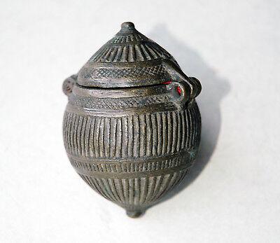Betelnußbehälter Indien 19. Jahrhundert Bronze aufklappbarer Deckel antik Gefäß