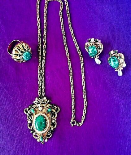 Florenza 3 Piece Set, Necklace, Earrings & Ring. Excellent Vintage 1955 to 1980.
