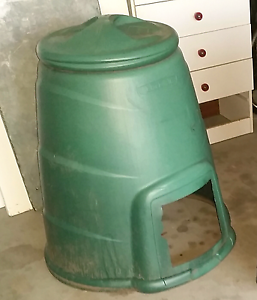 Green compost bin, complete with lid Caboolture Caboolture Area Preview