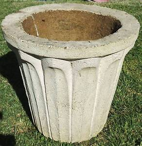 Good Size Concrete Garden Planter Pot South Windsor Hawkesbury Area Preview