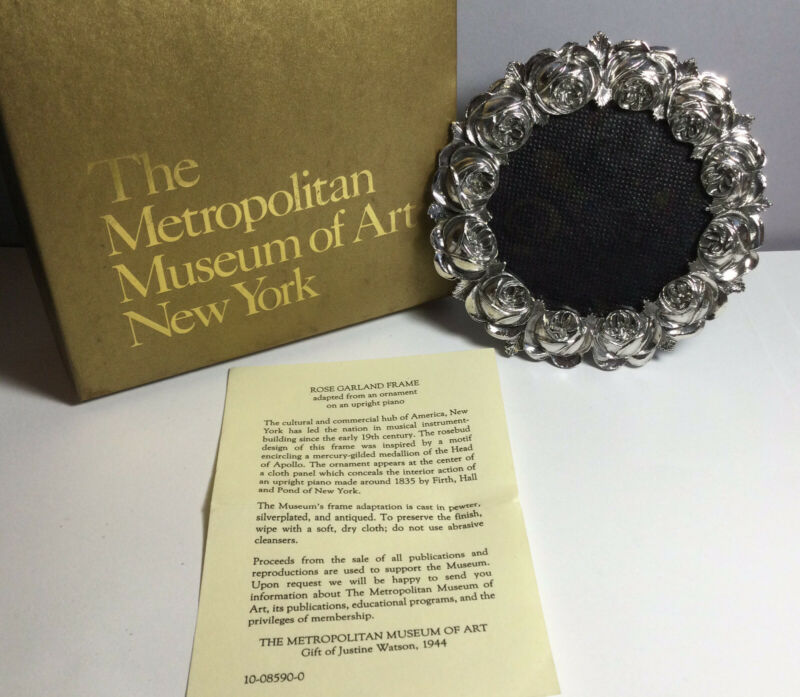 1993 ROSE GARLAND PHOTO FRAME FROM THE METROPOLITAN MUSEUM OF ART IN BOX