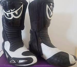 Berik GP-X boots size 44 euro St Johns Park Fairfield Area Preview