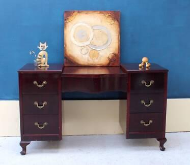 Queen Anne Dresser/Tv Unit