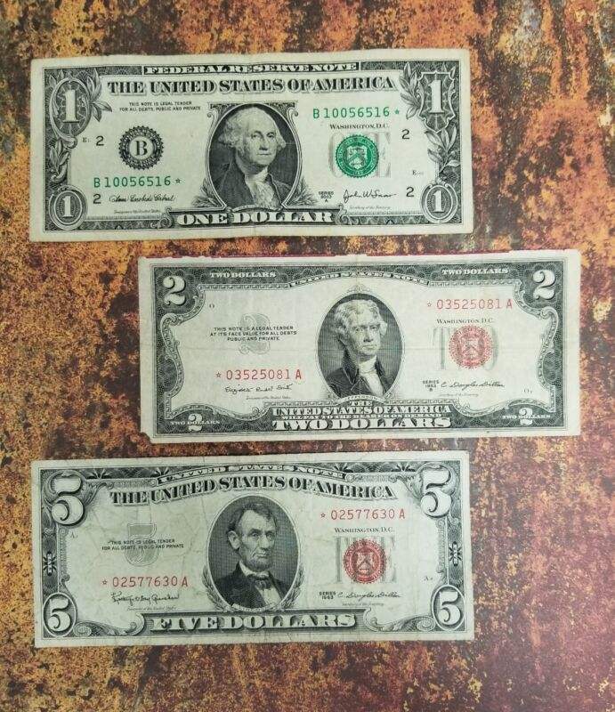 Estate Lot of Notes - $1.00 , $2.00 , AND $5.00  STAR Note Paper Money Free Ship