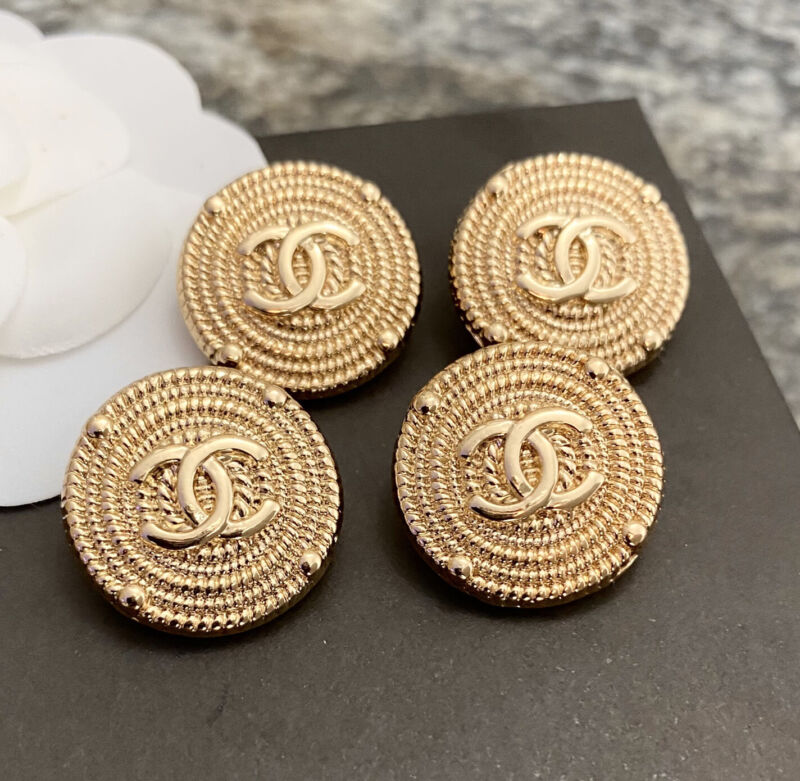 Set Of 4 CHANEL Round Vintage Gold metal buttons 21mm