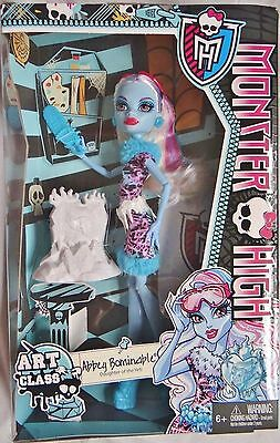Monster High ART CLASS ABBEY BOMINABLE Yeti Doll Artist Ice Chain Saw Play Set !