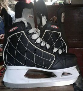 Boys Hespeler Rouge size junior 4 ice skates