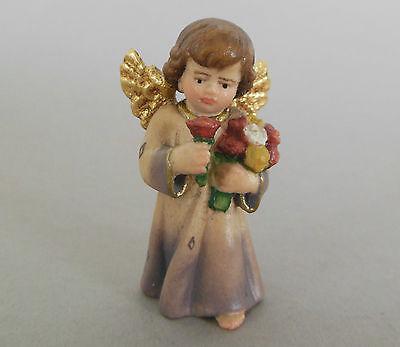 Engel mit Blumen Bergahorn holzgeschnitzt bemalt ca. 5 cm hoch  507-05-B