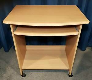 Compact computer desk in good condition