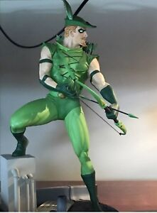 GREEN ARROW FULL SIZE STATUE ! MINT !