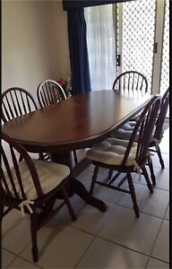 SOLID TIMBER 6 SEATER DINING TABLE & CHAIRS