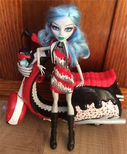 Monster High Ghoulia Yelps Scooter Playset