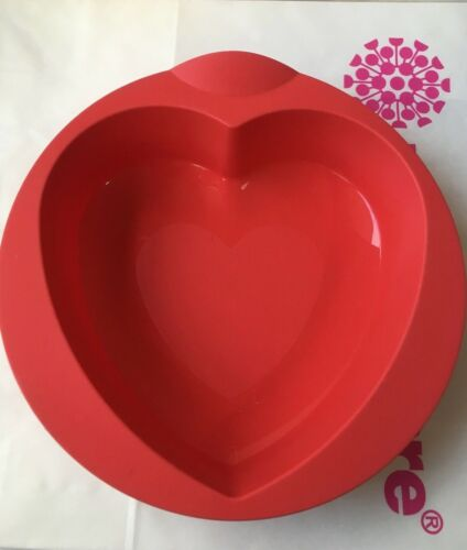 LOT- Two Tupperware Valentine HEART Shaped Silicone Bake Form
