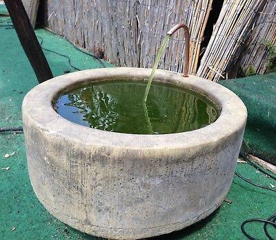 Brunnen Trog Rund mit Kupfer Schlangen Kopf Kunst Sandstein Antik Look J 17 ROT
