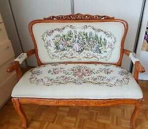 Causeuse style antique style settee