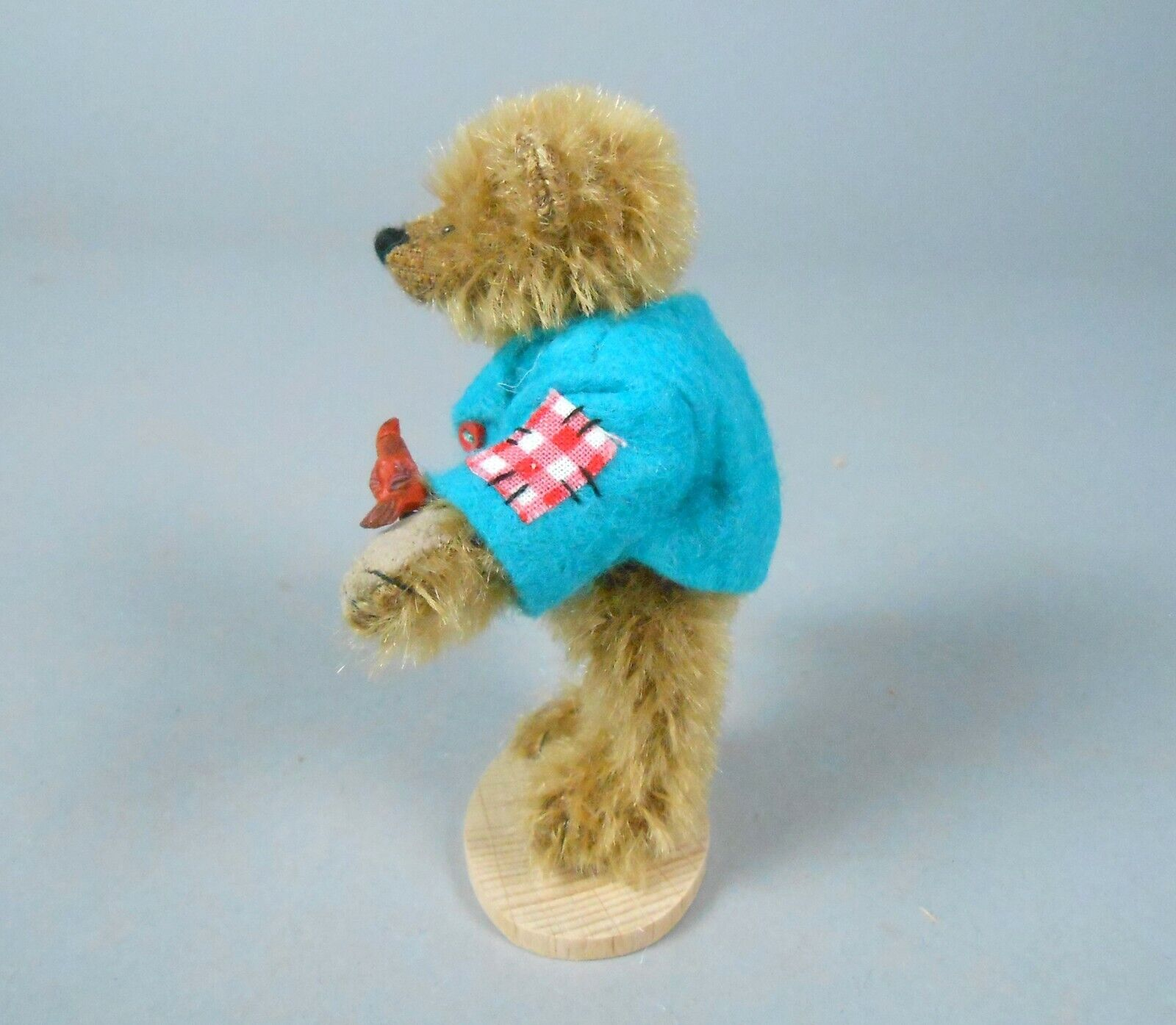 как выглядит Deb Canham William Old Gold Mohair Bear in Blue Jacket Store Special фото