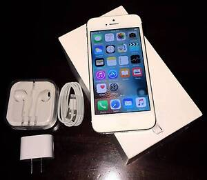 White iPhone 5 32gb (new condition, all accessories) Merrimac Gold Coast City Preview