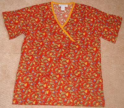 Scrubeez Moc Wrap Scrub Top W/ Bottom Pockets Fall Acorn Print Sz XS & Small