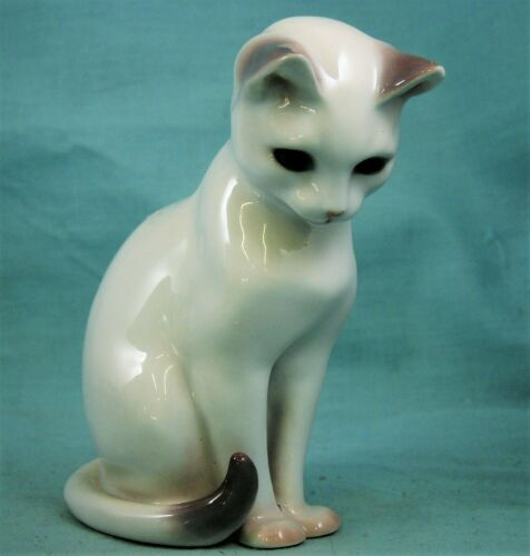 Bing and Grondahl Porcelain White Cat Kitten Sitting #2453