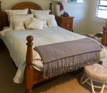 Vintage Wooden Queen Bed Frame Beds Gumtree Australia Kiama Area