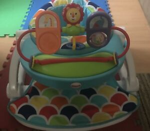Sit up floor seat with toy tray