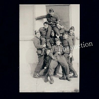 YOUNG SOLDIERS FROLICKING / AUSGELASSENE SOLDATEN * Vintage 1980s Photo Gay Int