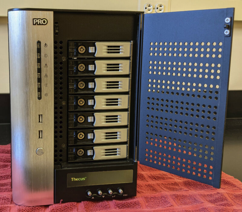Thecus N7700 Pro v2 7-bay NAS excellent condition