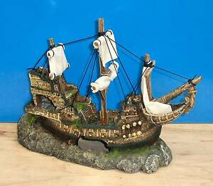 Galleon with sails shipwreck ornament aquarium fish tank for Aquarium decoration shipwreck