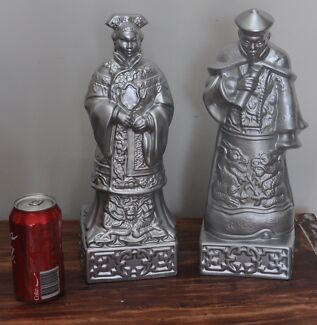 Gorgeous silver ceramic decorative Chinese figures.