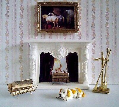 1:12 weißer Puppenhaus-Kamin mit viel Zubehör (01)