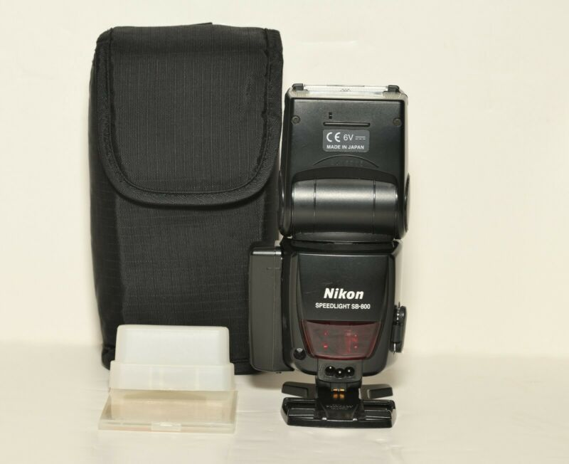 Nikon Speedlight SB-800 Flash Used in Great Condition With Soft Case