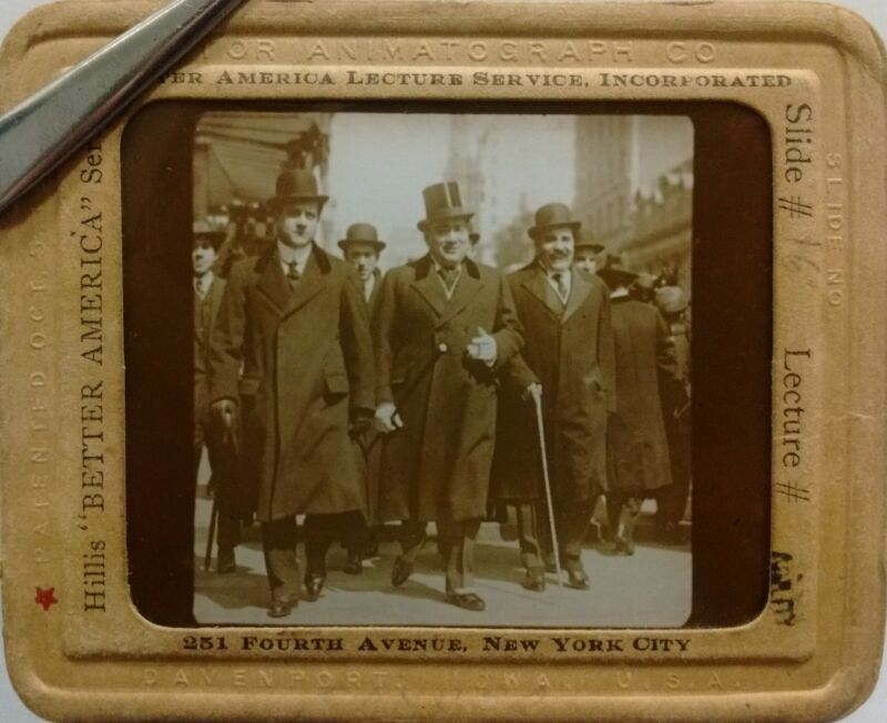 "ENRICO CARUSO"" Walking in Manhattan - Magic Lantern GLASS Slide >RARE & UNUSUAL"