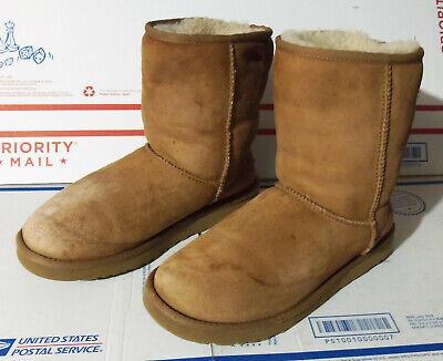 UGG AUSTRALIA Classic Short 5825 Chestnut Brown Winter Boots ~ Women US Size 9!!