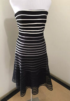 Ladies TABLE EIGHT Strapless Evening Dress. Size 10.