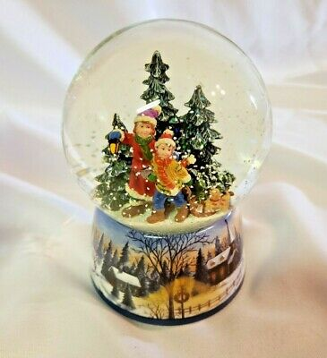 """Macy's Holiday Lane """"We Wish You a Merry Christmas"""" Wind Up Musical Water Globe"""