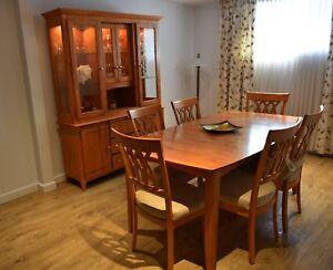 À vendre mobilier de salle à manger et 2 lampes