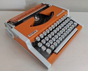 Retro Vintage 70's Olympia Traveller De Luxe Manual Typewriter W Case Keysborough Greater Dandenong Preview