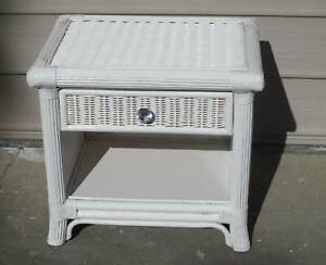 REFURBISHED 1 0NLY BEDSIDE TABLE IN HIGH GLOSS WHITE