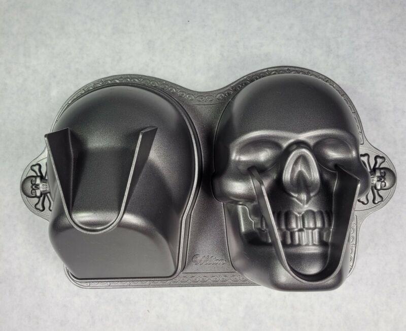 Wilton 3D Skull Cake Pan Mold Cast Aluminum Gothic Pirate Skeleton Halloween