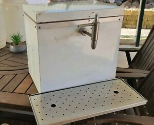 Beer tap and cooler box with drip tray