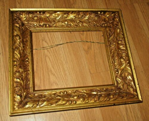 VINTAGE HAND CARVED ORNATE WOODEN PICTURE FRAME - 15 X13X3