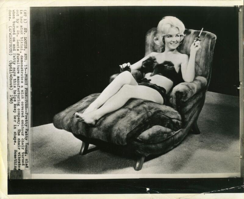 1965 Bikini Swimsuit Fashion Press Photo Patty Young on vibrating mink chair