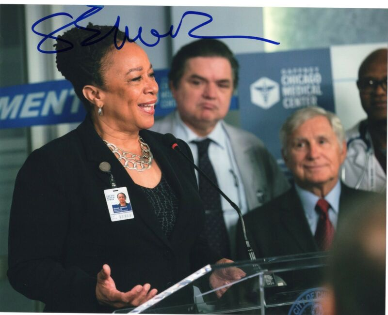 S. Epatha Merkerson signed 8x10 Photo w/COA Chicago Med P.D. Sharon Goodwin