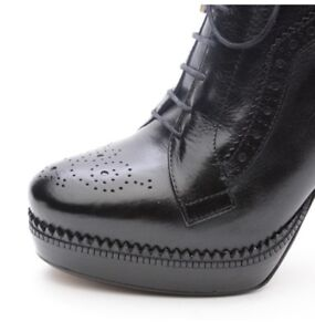 BURBERRY woman black leather brogue lace up platform ankle boot