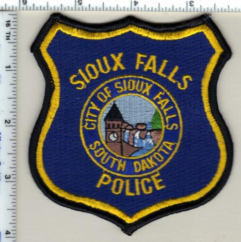 City of Sioux Falls Police (South Dakota) Narrow Border Shoulder Patch - 1980