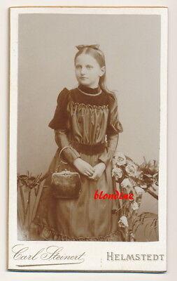 CDV: Hübsches, feines Mädchen mit Handtasche; Helmstedt, um 1895